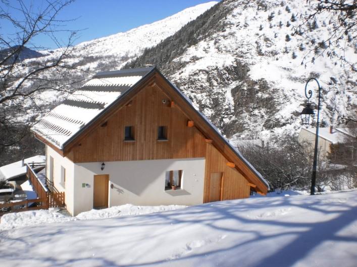 Location de vacances - Chalet à Mizoën - côté entré l'hiver