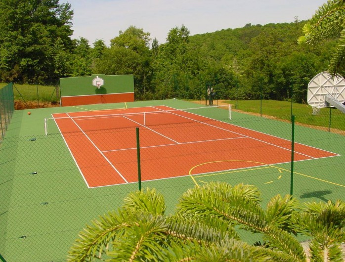 Location de vacances - Maison - Villa à Payrac - Le tennis de la propriété du Colombié