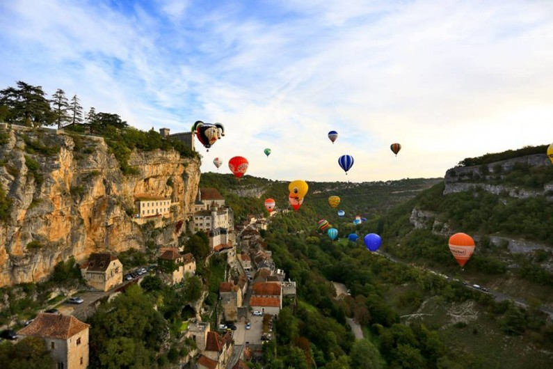 Location de vacances - Maison - Villa à Payrac - La fête annuelle des montgolfières en Septembre á Rocamadour