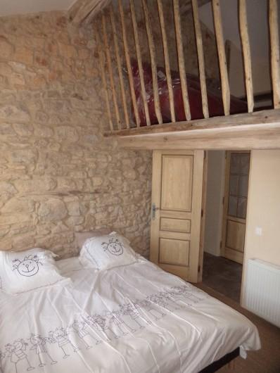 Location de vacances - Mas à Foissac - chambre avec mezzanine