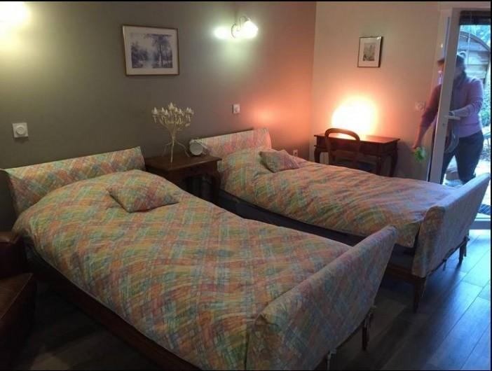 Location de vacances - Gîte à Saint-Vérand - 1 chambre avec 2 lits jumeaux accessible aux handicapés