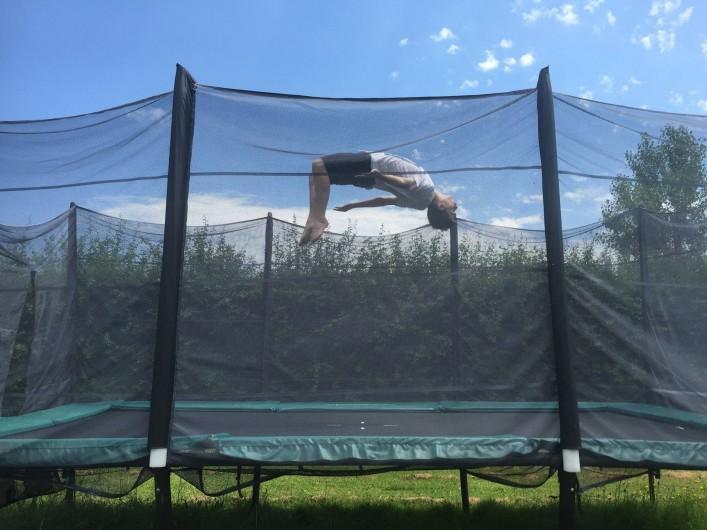 Location de vacances - Gîte à Saint-Vérand - trampoline géant pour les  amateurs de sensations fortes!