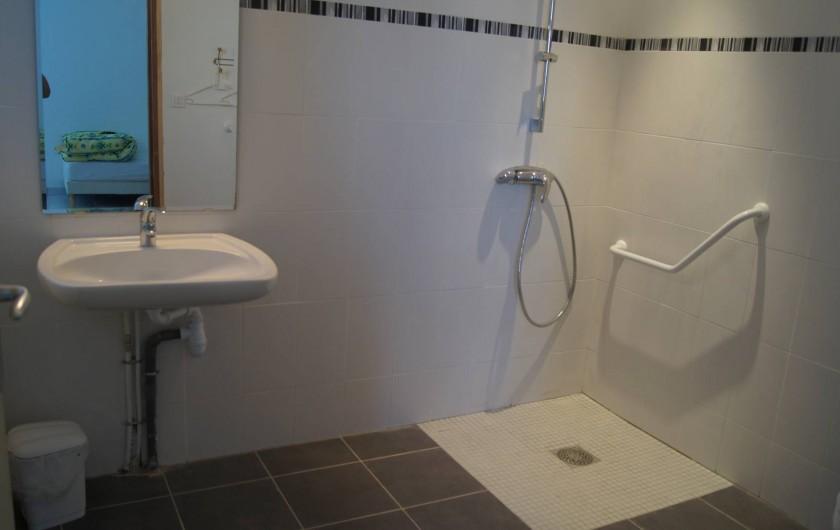 Location de vacances - Gîte à Ponthoile - la salle de bain pour PMR