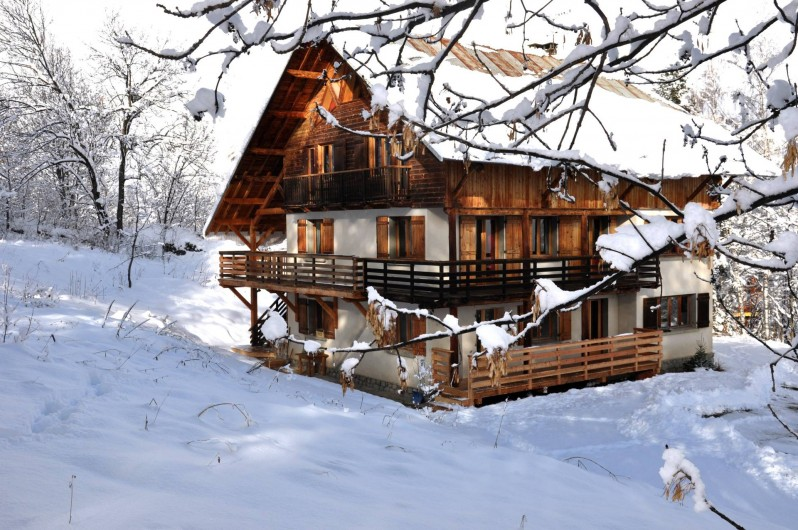 Location de vacances - Chalet à Puy-Saint-Vincent - le chalet sous la neige