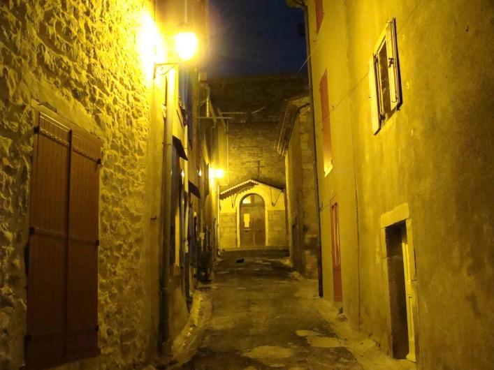 Location de vacances - Gîte à Ribaute - Ruelle paisible, un soir d'été...