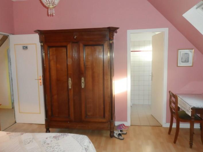 Location de vacances - Chambre d'hôtes à Plouguiel - Pingouins 1 lit double séparable en 2 lits simples, salle d'eau et wc