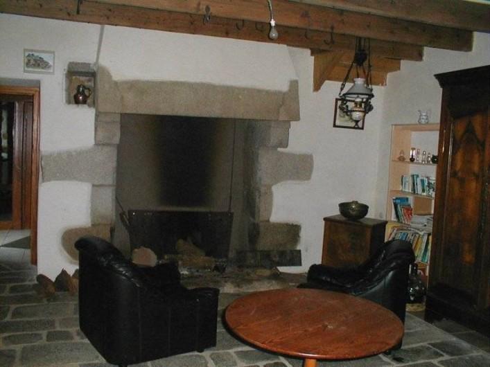 Location de vacances - Chambre d'hôtes à Plouguiel - la cheminée du salon