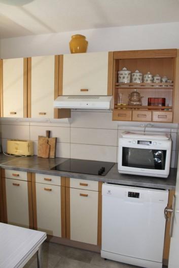 Location de vacances - Appartement à Banyuls-sur-Mer - Cuisine  Four multi fonctions Plaques vitro