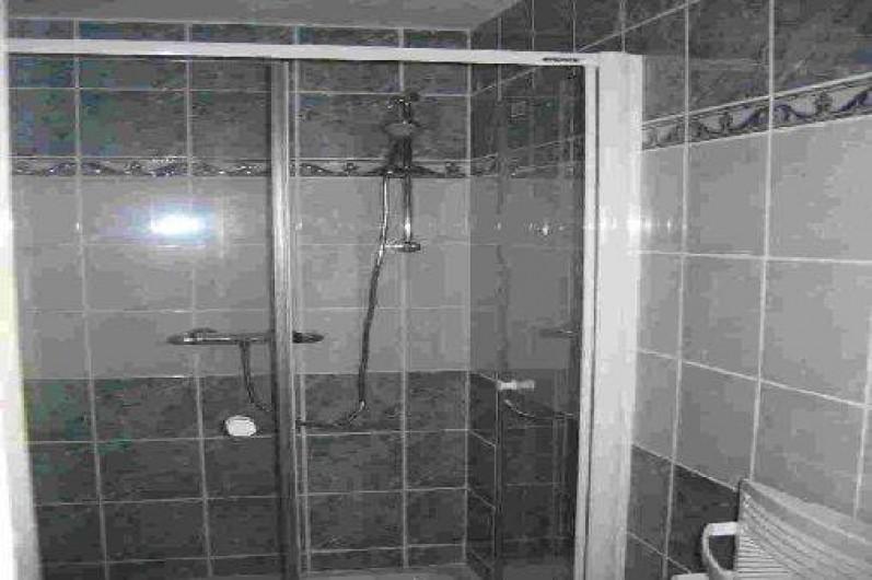 Location de vacances - Appartement à Gérardmer - douche 90*90 dans salle de bain
