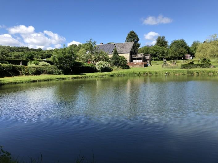 Location de vacances - Gîte à Haut-Fays - Jacuzzi côté piscine