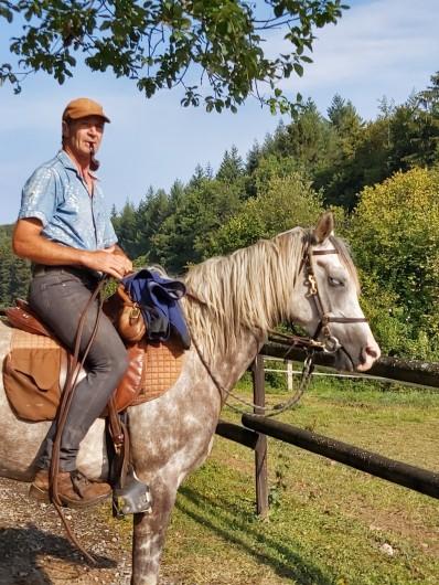 Location de vacances - Gîte à Haut-Fays - Possibilité de randonnées équestres avec guide