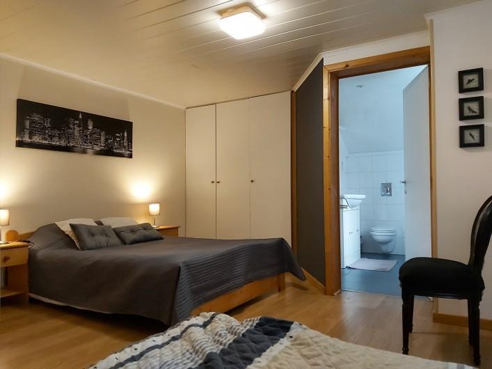 """Location de vacances - Gîte à Haut-Fays - Gîte """"Les Rainettes"""" chambre triple à l'étage"""