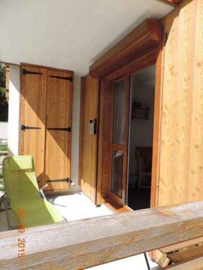 Location de vacances - Studio à Les Deux Alpes - Le balcon en été