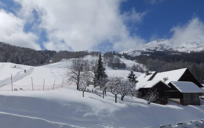 Location de vacances - Chalet à Saint-Pancrace - LES PISTES SE TROUVENT A 500M DU CHALET