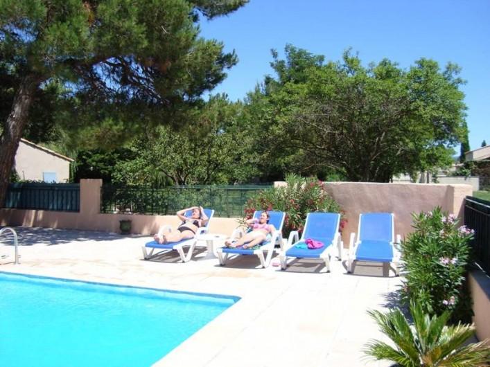 Location de vacances - Gîte à Mollégès - piscine