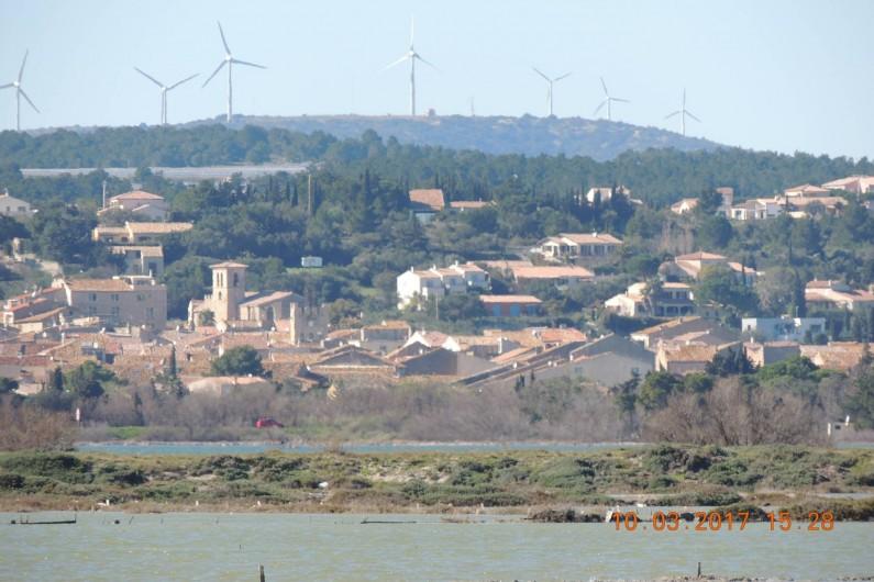 Location de vacances - Maison - Villa à La Palme - Le village vu de l'étang.