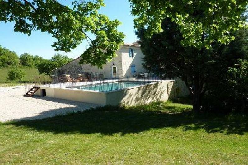 Location de vacances - Gîte à Oppedette - Vue maison coté piscine