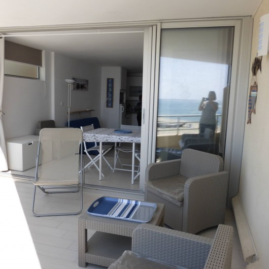 Location de vacances - Appartement à Canet-en-Roussillon - Vue depuis une partie de la terrasse