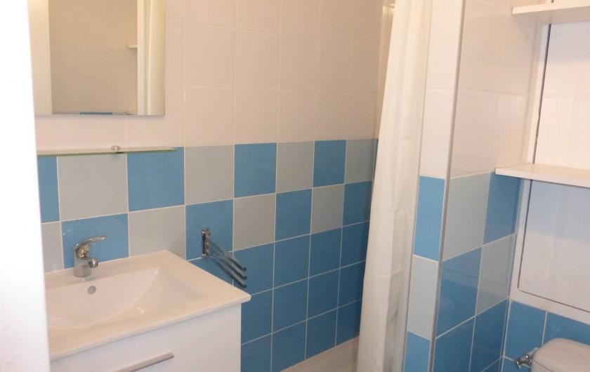 Location de vacances - Appartement à Canet-en-Roussillon - Salle de bain avec douche
