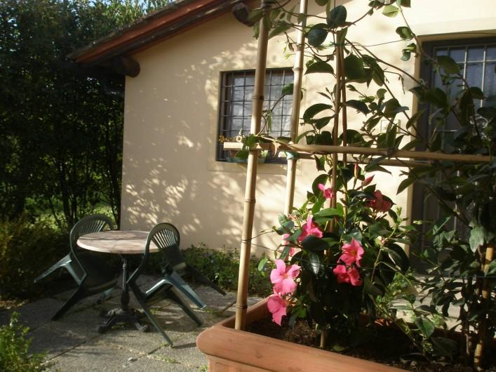 "Location de vacances - Appartement à San Jacopo Al Girone - Petit jardin avec meubles de jardin du studio ""Orciaia al Sole"""