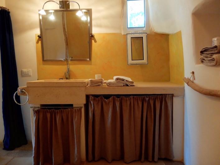 Location de vacances - Villa à San Vito dei Normanni - Salle de bain privée chambre trullo