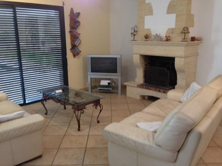 Location de vacances - Maison - Villa à Saint-Amand-de-Coly - coin télé