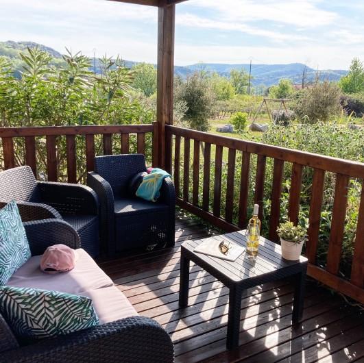 Location de vacances - Gîte à Ruoms - terrasse chalet chardonnay 4/6p