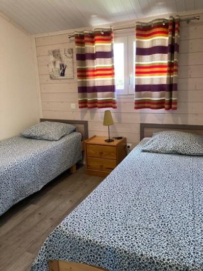 Location de vacances - Gîte à Ruoms - chambre lits simples Viognier 36m²