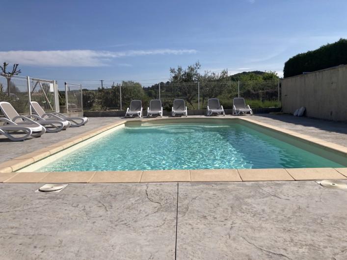 Location de vacances - Gîte à Ruoms - piscine avec escalier 8 x 5 x 1.5 fond plat