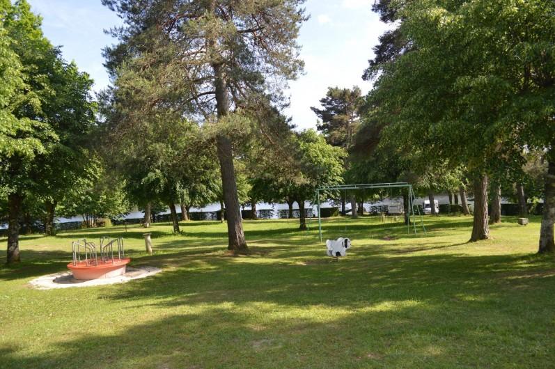 Location de vacances - Chalet à Servières-le-Château - Aire de jeux