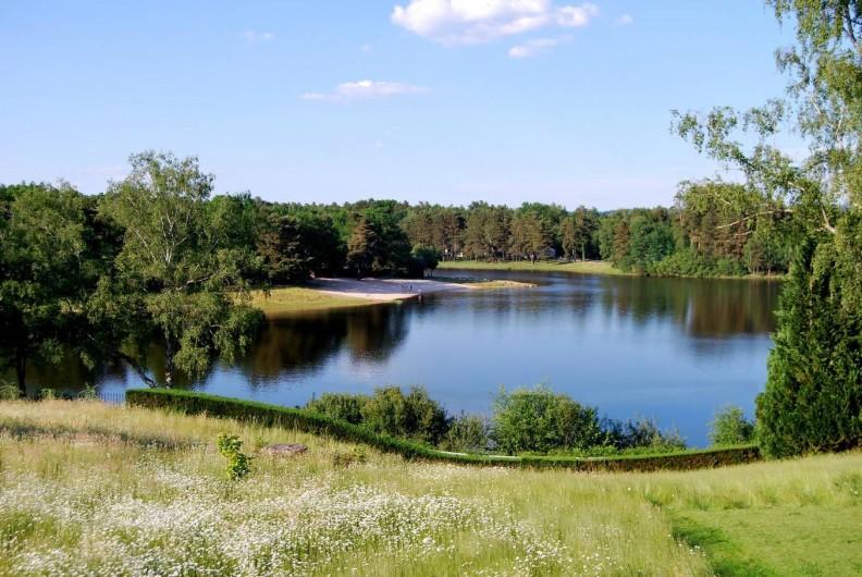 Location de vacances - Chalet à Servières-le-Château - Plage du Lac de Feyt