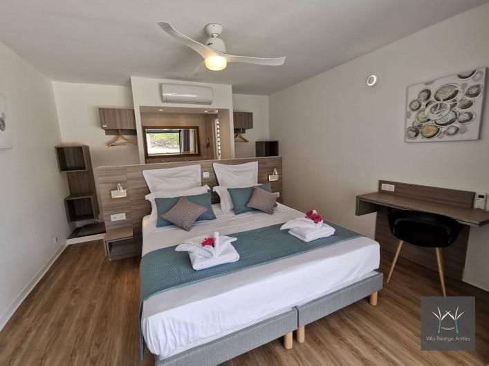 Location de vacances - Villa à Sainte-Anne - Suite 4 rez de jardin lit 180 x 200