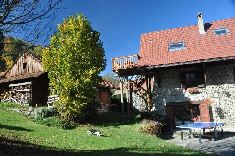 Location de vacances - Gîte à Grenoble - Grand jardin arboré