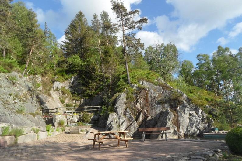 Location de vacances - Chalet à Le Tholy - En face du chalet...la carrière de granit .  lieu de détente