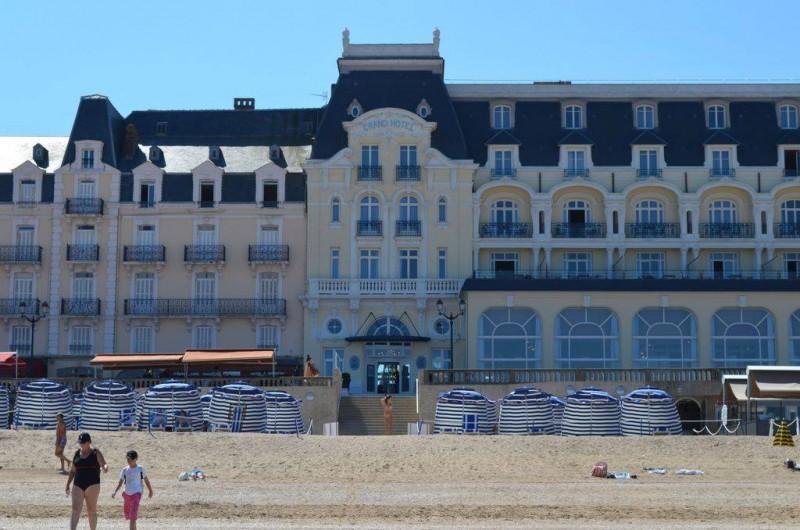Location de vacances - Appartement à Cabourg - grand hôtel côté plage(à 5 mn de l'appartement)