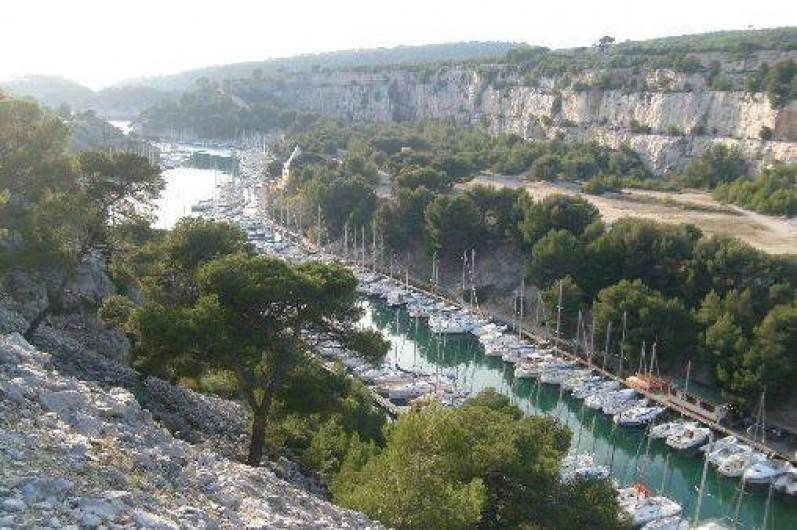Location de vacances - Appartement à Cassis - une partie de la 1ere calanque Port Miou distante 1,5kms