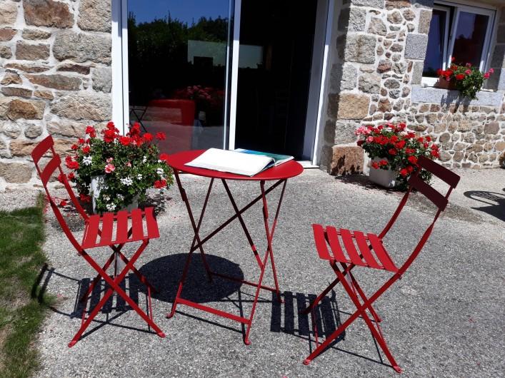 Location de vacances - Gîte à Brélès - Pour le petit café ...ou un peu de lecture...