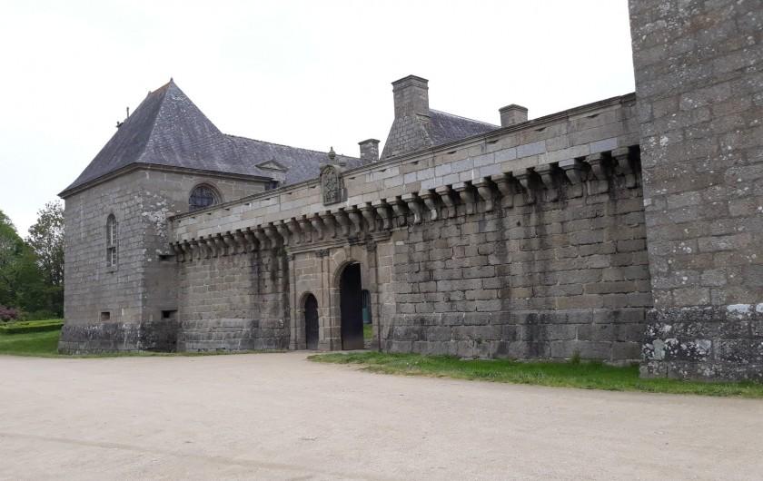Location de vacances - Gîte à Brélès - Château de kergroadès à 10mn du gîte .