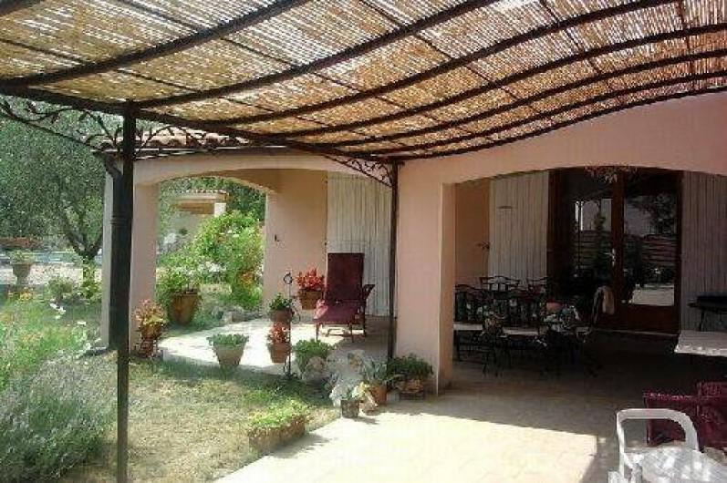 Location de vacances - Villa à Labeaume - aménagement extérieur
