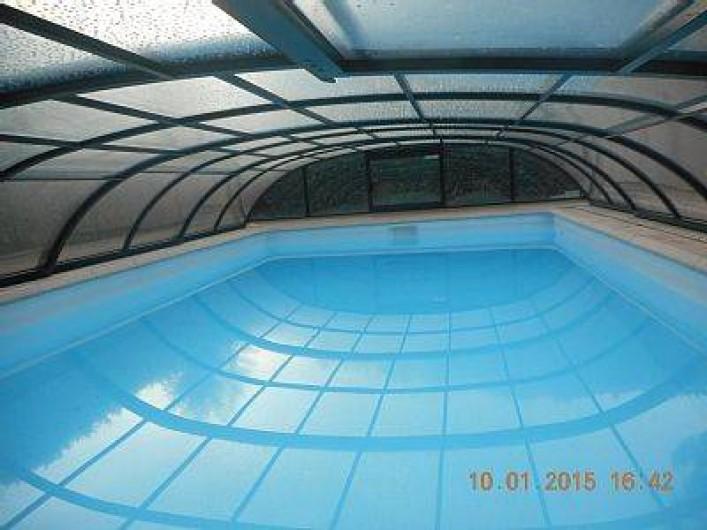 Location de vacances - Villa à Solliès-Toucas - LA PISCINE RECOUVERTE DE SON DÔME.