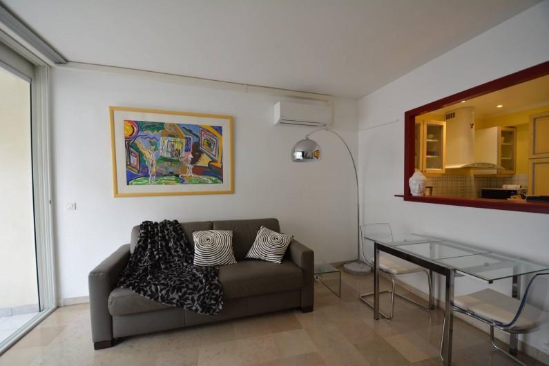 Location de vacances - Appartement à Cannes - Salon et cuisine américaine