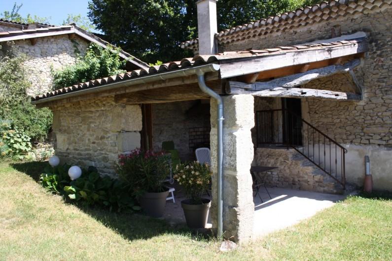 Location de vacances - Gîte à Vaunaveys-la-Rochette - La Terrasse abritée avec barbecue et salon de jardin