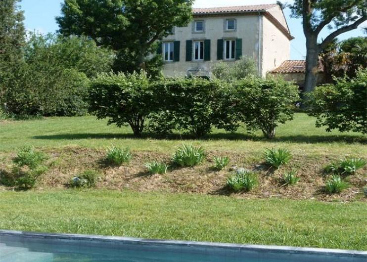 Location de vacances - Mas à Carcassonne - Maison, piscine et jardin.