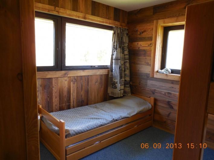 Location de vacances - Appartement à Les Menuires - Chambre 2 avec 4 couchages de 90 cm.