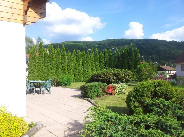 Location de vacances - Chalet à Le Menil - Terrasse côté sud
