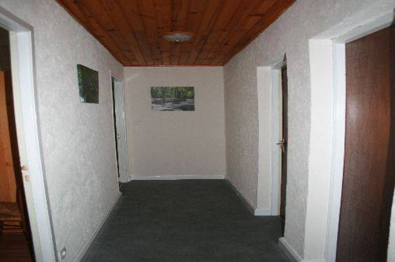 Location de vacances - Gîte à Sapois - Couloir qui dessert les chambres