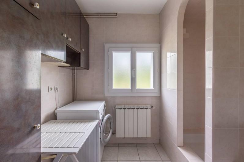 Location de vacances - Appartement à Saint-Jean-de-Fos - la salle de bain