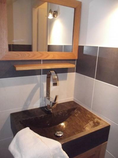 Location de vacances - Gîte à Crouy-sur-Cosson - Cabinet de toilette à étage Vasque en pierre