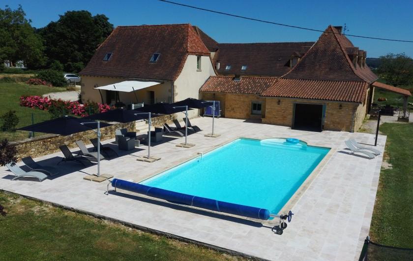 Location de vacances - Gîte à Saint-Médard-d'Excideuil - Coin Piscine