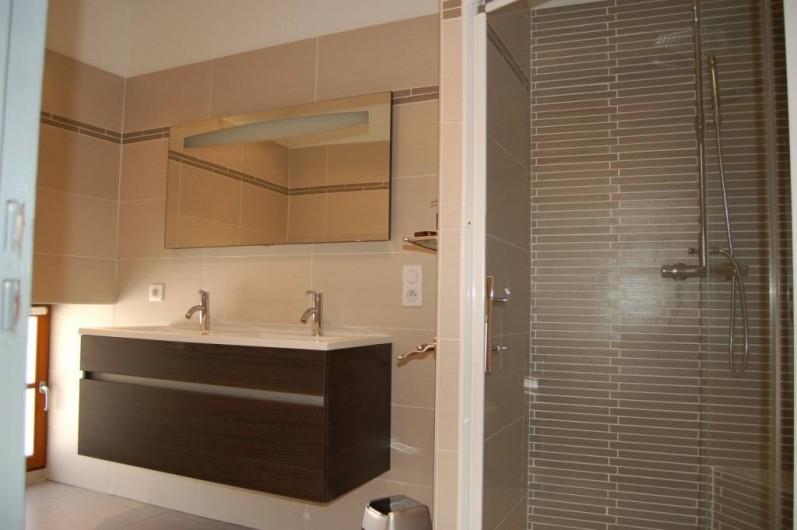 Location de vacances - Gîte à Saint-Médard-d'Excideuil - salle d'eau chambre 5